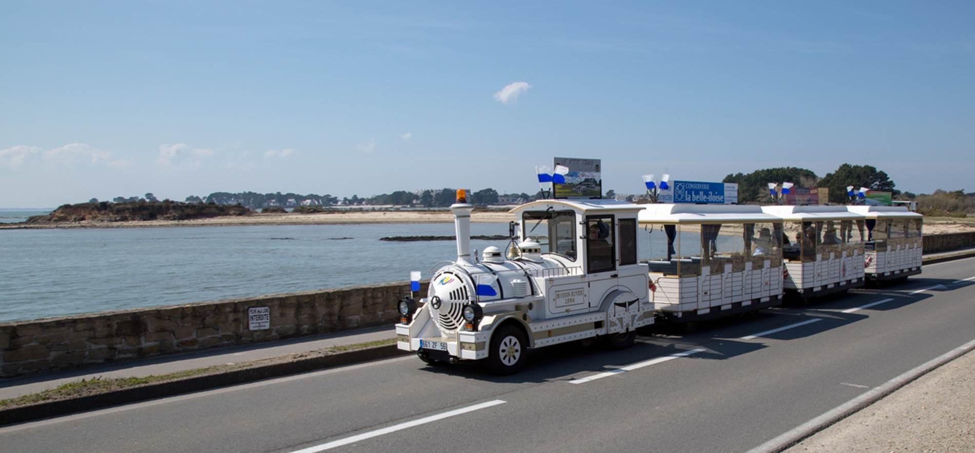 Petit-train-touristique-Carnac-Morbihan-Bretagne-Sud © Le Bayon