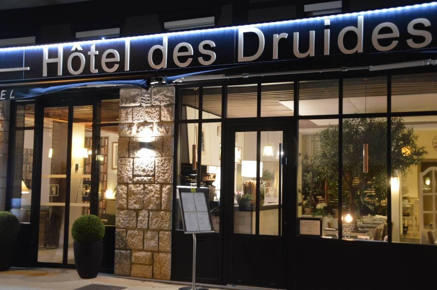 Façade Hôtel des Druides Quiberon Morbihan Sud ©