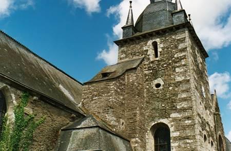 Eglise Saint-Pierre à Lanouée